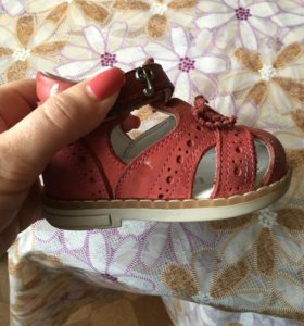Ортопедические сандали для первых шагов
