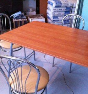 Кухоный стол и кухоные стулья