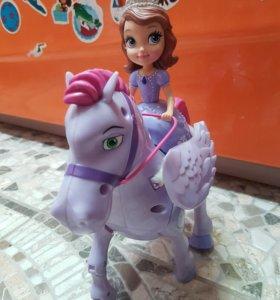 София на коне с пультом управления