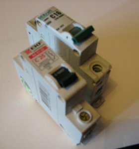 Автоматические выключатели трёх и однополюсные.