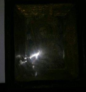 Икона в киоте старинная