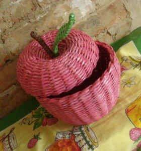 Интерьерная шкатулка-Яблочко плетеная