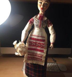 Кукла в народном костюме. Предмет декора