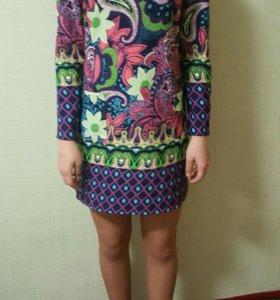 Платье винтажное с цветочным принтом