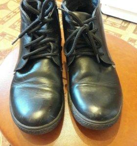 ботинки демисезонные. Р-р 35