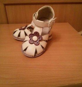 Туфли для девочки 22 размера