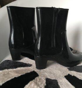 Резиновые сапоги новые на каблуке