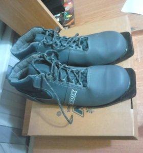 Лыжные ботинки 44 размер с креплениями