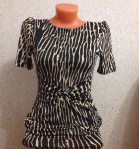 Платья и блуза в идеальном состоянии.
