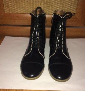 Высокие ботинки на шнурках