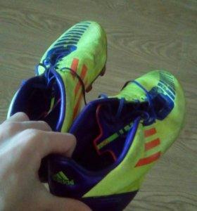 Футбольные бутсы
