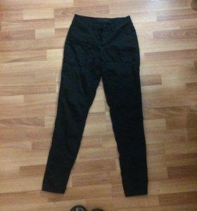 Чёрные джинсы с завышенной талией