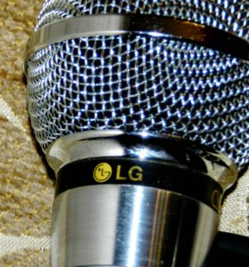 Микрофон LG (от и для караоке)
