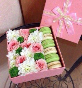 Цветы в коробочке с макаронс
