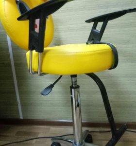 Детский стульчик для парикмахерской