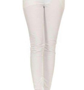 Белые брюки-джинсы