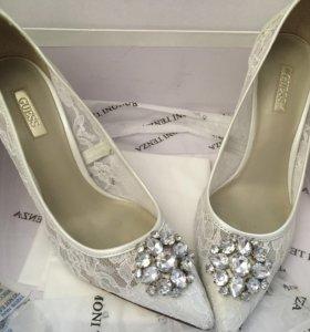 Туфли свадебные guess