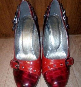Обувь на 37 и 38 размеры