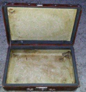 Старинный чемодан.