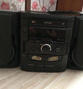 LG музыкальный центр поддерживает радио, CD диски