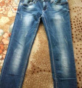 продаю джинсы совсем новые, не разу не надевалось.