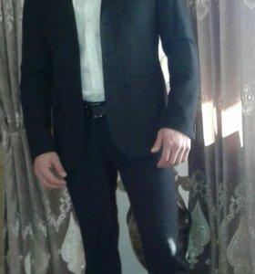 Продам костюм черного цвета .На рост 170 и вес 75