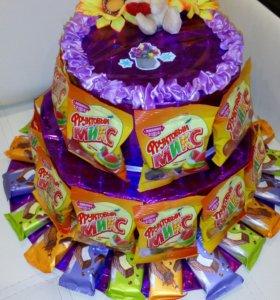 Торты со сладостями или денежные