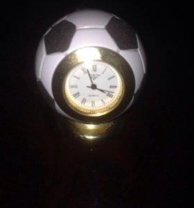 Футбольный мяч с часами