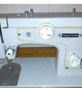 """Швейная машинка """"Подольск 132"""""""