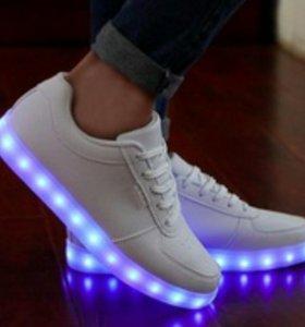 Кроссовки с подсветкой .