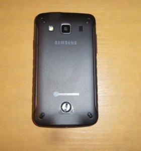 Смартфон Samsung Galaxy X Cover.