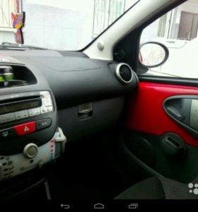 Автомобиль тойота айго 2009 г. Робот купе