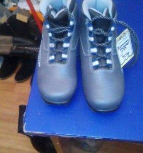 Ботинки лыжные 33 разм