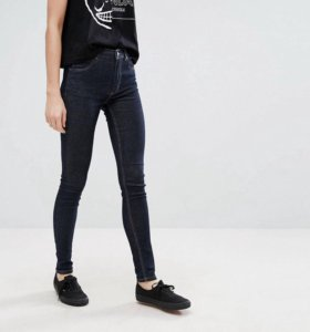 Супероблегающие джинсы с завышенной талией C/M