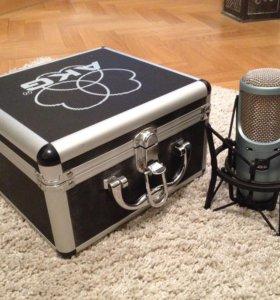 Студийный микрофон AKG Perception 200