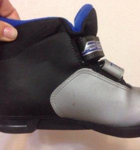 Лыжи детские в комплекте ботинки 33 р. и палки.