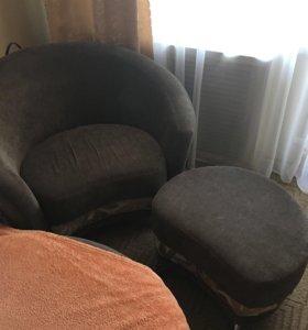 Кресло и пуф