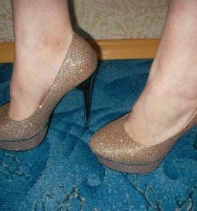 Туфли, цвет-золото, р.38, одевала 1 раз.