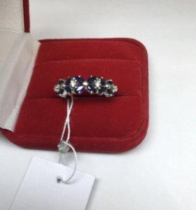 Золотое кольцо с брил и сапфирами