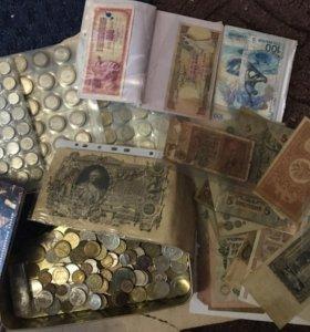 Коллекция монет и купюр