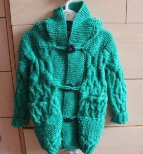 Осеннее вязаное детское пальто кофта