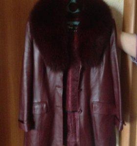 Натуральная кожаная Куртка бордового цвета.