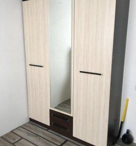 Трёхстворчатый шкаф
