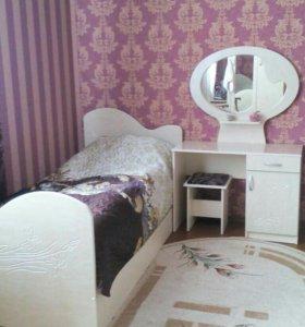 Две кровати и комод