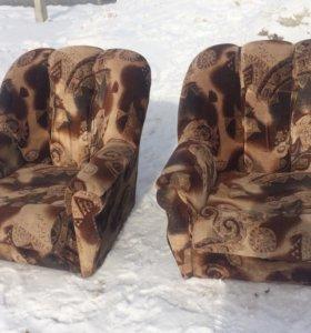 Два кресла б/у
