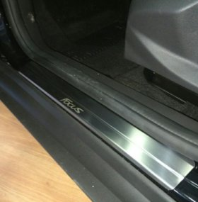 Ford Focus 3 Накладки на пороги из стали