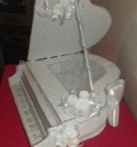 Рояль для аксессуаров и сладостей