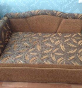 Одноместный аккуратный диван