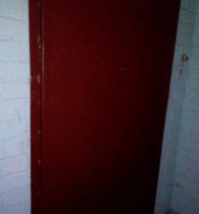 Дверь железная входная от квартиры