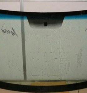 Лобовое стекло Renault sandero.
